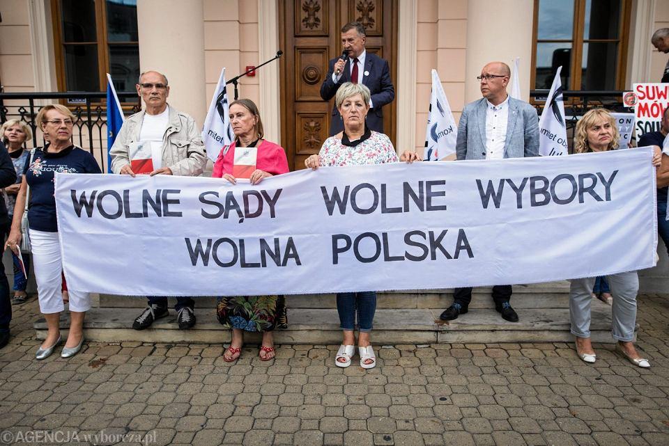 Protest w obronie wolnych sądów i przeciw reformie niszczącej Sąd Najwyższy, Lublin 18.07.2018.