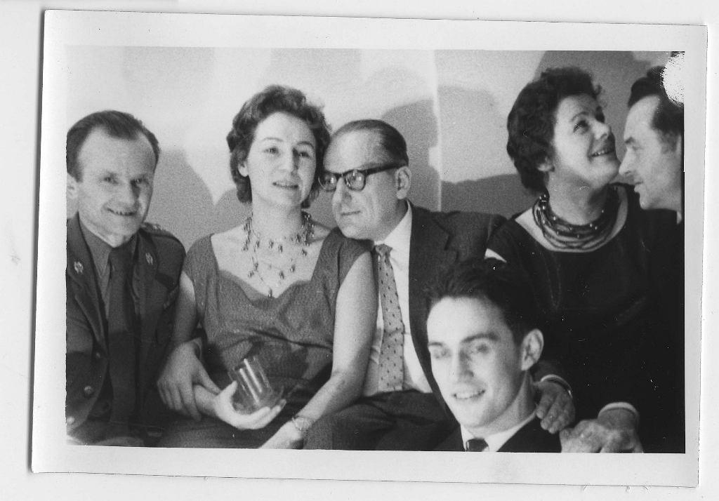 Zofia Posmysz z mężem i przyjaciółmi, już po wojnie (fot. archiwum prywatne)