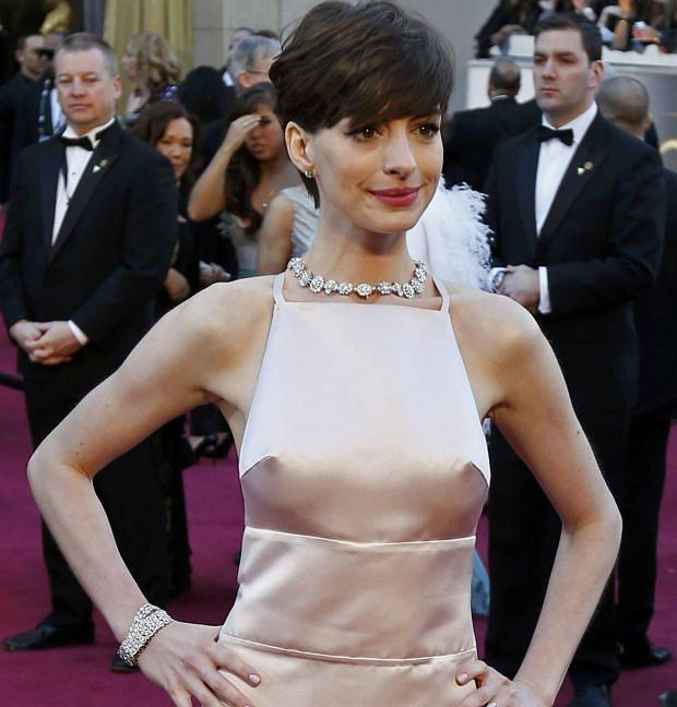 """Anne Hathaway, best supporting actress nominee for her role in """"Les Miserables"""" arrives at the 85th Academy Awards in Hollywood, California February 24, 2013    REUTERS/Adrees Latif  (UNITED STATES TAGS:ENTERTAINMENT) (OSCARS-ARRIVALS)"""