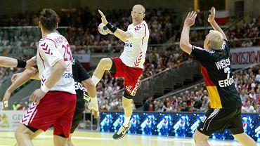 Polska - Niemcy 26:28 w piłce ręcznej. Rzuca Karol Bielecki