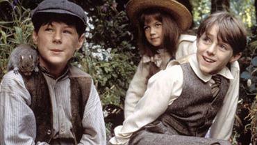 Kate Maberly, Heydon Prowse i Andrew Knott pierwsze kroki w aktorstwie stawiali jako dzieci w ekranizacji 'Tajemniczego Ogrodu' w reżyserii Agnieszki Holland. Sprawdzamy, jak potoczyła się ich kariera i jak dziś wyglądają.