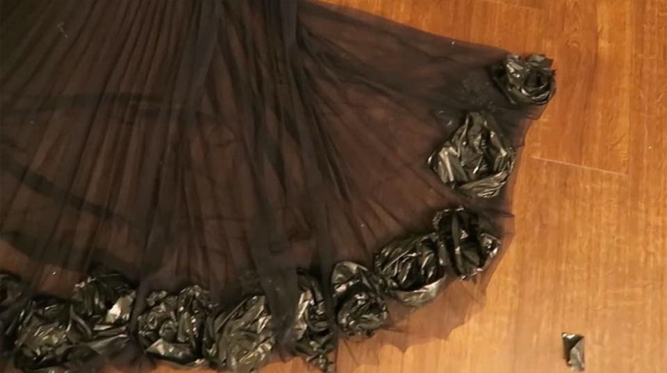Suknia z worka na śmieci