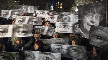 """Protesty w Paryżu po zamachu na redakcje tygodnika """"Charlie Hebdo"""""""