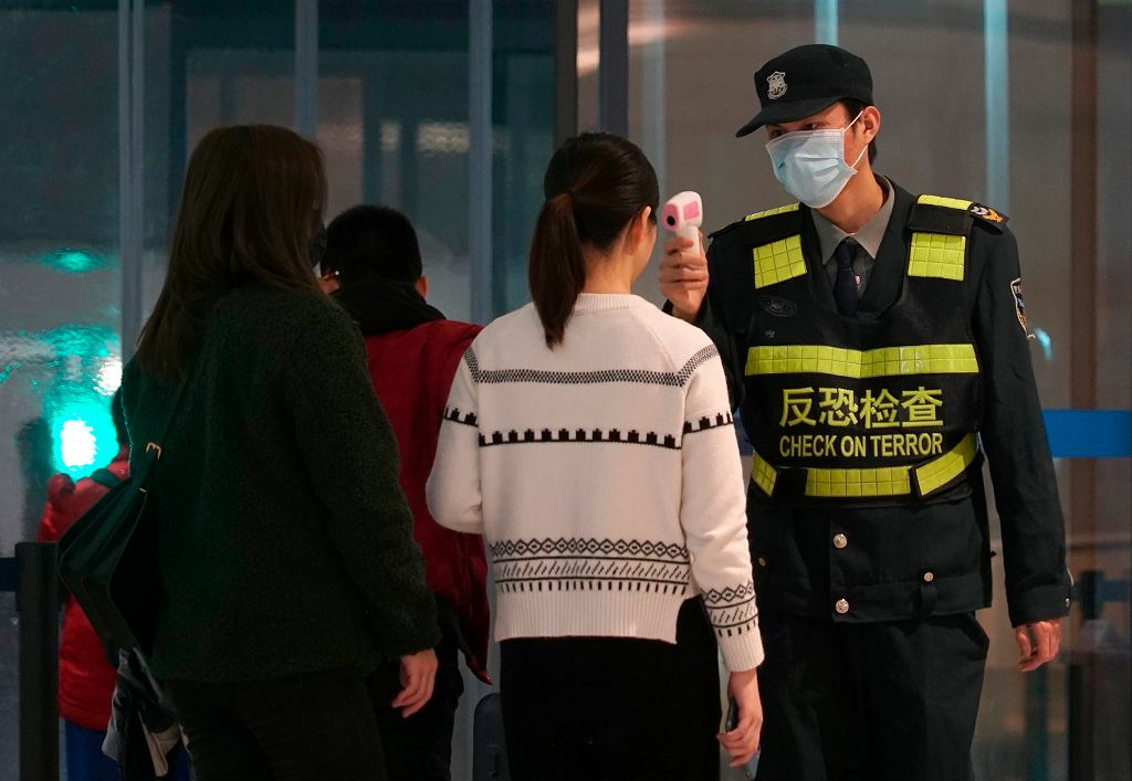Kontrola na lotnisku w Wuhan