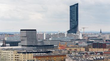 Widok z dachu Angel River na południe Wrocławia z Silver Tower Center i Sky Tower