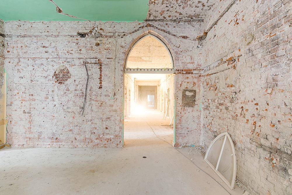 Wnętrza dawnego szpitala przed renowacją. Inwestycja Lokum Vena przy ul. Poniatowskiego we Wrocławiu