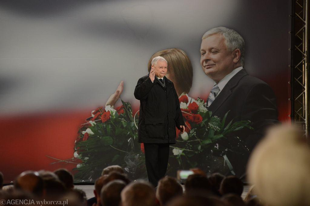 Obchody 9. rocznicy katastrofy smoleńskiej. Na zdjęciu prezes PiS Jarosław Kaczyński