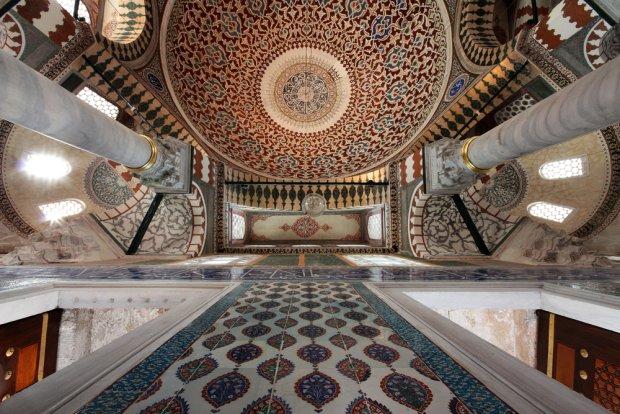 Wnętrze pałacu Topkapi w Stambule, fot. Giovanni De Caro / shutterstock.com