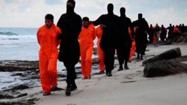 Kadr z wideo przedstawiającego egzekucję egipskich chrześcijan - Koptów