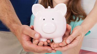 Świadczenia opiekuńcze, czyli zasiłek pielęgnacyjny, specjalny zasiłek opiekuńczy i świadczenie pielęgnacyjne są wypłacane na podstawie ustawy o świadczeniach rodzinnych