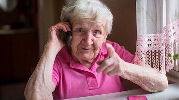 Dokąd wychodzą babcie, gdy mówią, że zostały w domu?