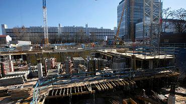Mimo epidemii koronawirusa we Wrocławiu rozpoczęte budowy są kontynuowane. Na zdjęciu Nowe Centrum Południowe przy ul. Gwiaździstej