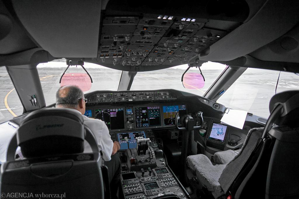 Kokpit samolotu (zdjęcie ilustracyjne)