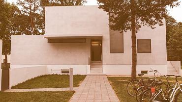 Jeden z domów mistrzów Bauhausu zaprojektowany w 1925 rok, Dessau, Niemcy