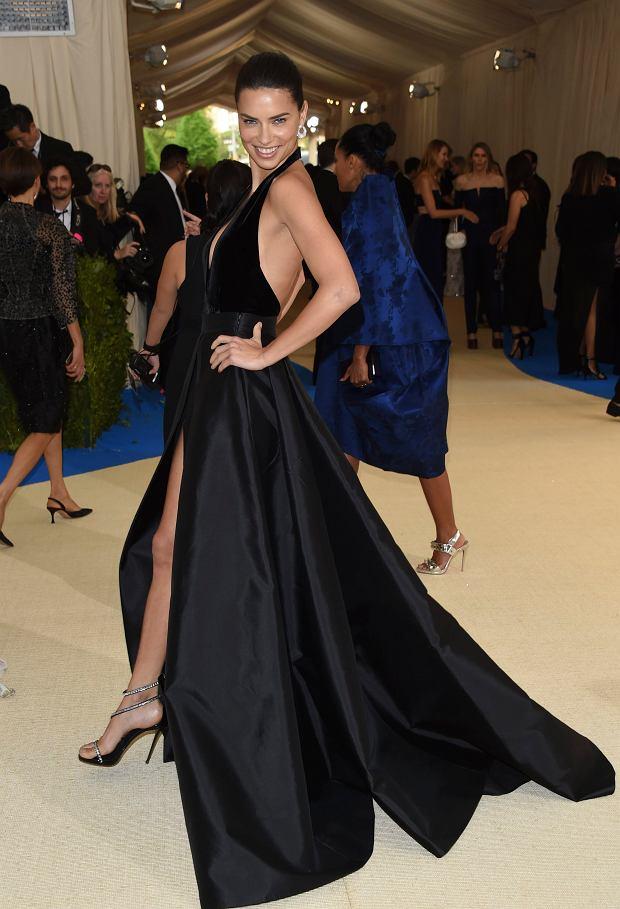 Zdjęcie numer 11 w galerii - MET Gala 2017. Jennifer Lopez z nowym partnerem i Rihanna w najdziwaczniejszej kreacji wieczoru