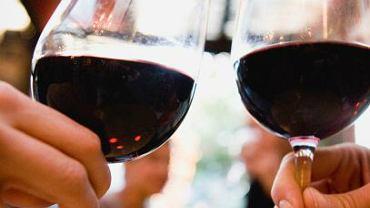 Dwa kieliszki wina przed snem odchudzają