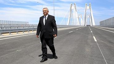 Minister Andrzej Adamczyk podczas otwarcia nowego mostu na drodze S7 w Krakowie.