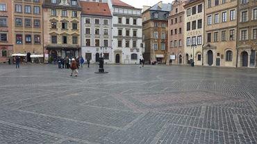 Rynek Starego Miasta po remoncie. Widok na kamienicę Staromiejskiego Domu Kultury