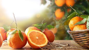Pomarańcza zaliczana jest do rodziny owoców cytrusowych. Jest uprawiana przede wszystkim w klimacie tropikalnym i subtropikalnym, a największą jej produkcję odnotowuje się w Chinach, Brazylii i Stanach Zjednoczonych.