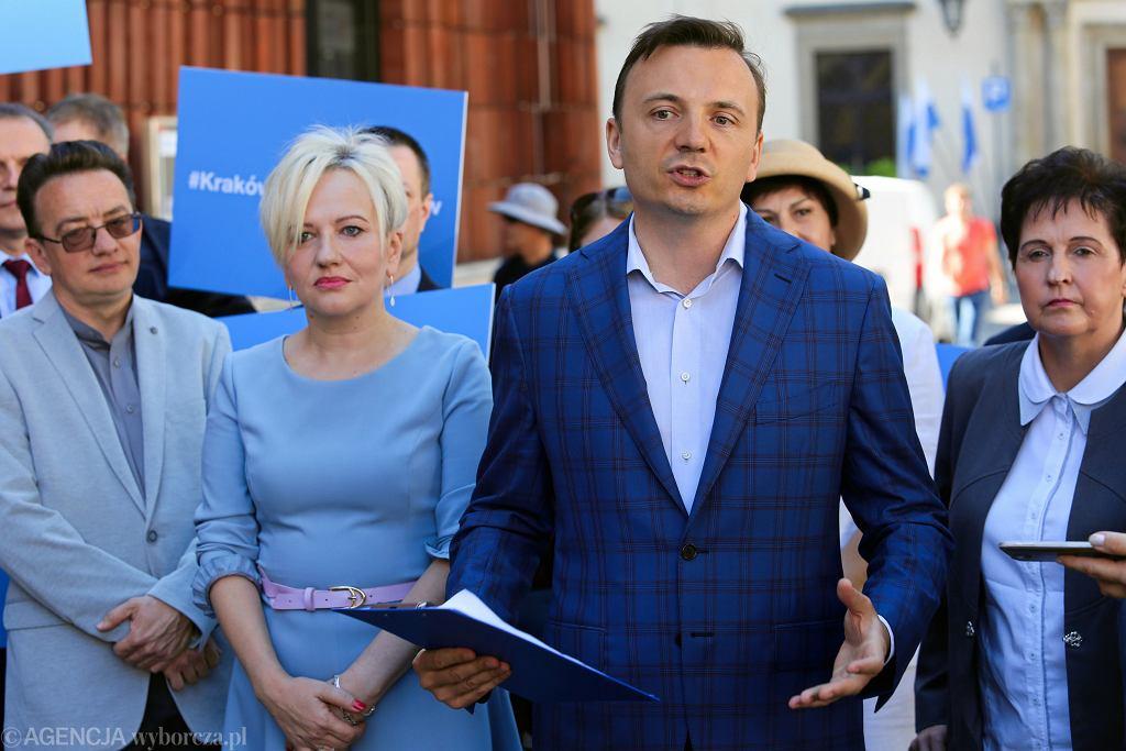 Wybory samorządowe 2018 w Krakowie. Łukasz Gibała przedstawił 'jedynki' na listach do Rady Miasta