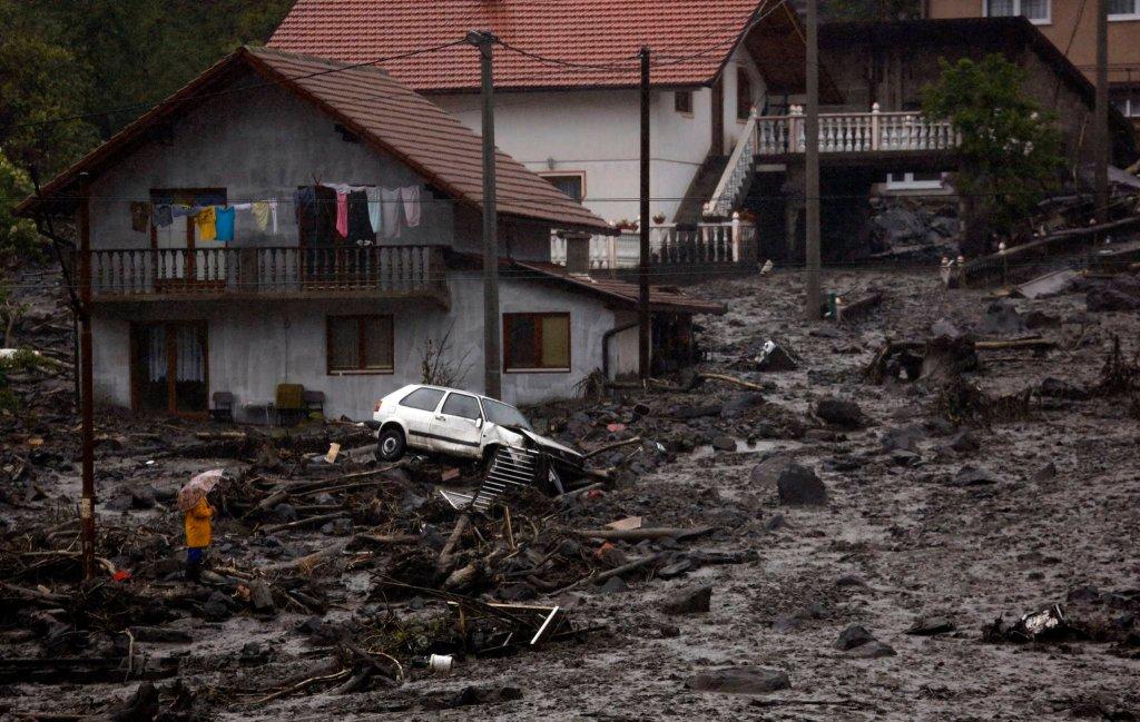 Osuwisko spowodowane przez powódź w miejscowości Topcic Polje, 120 km od Sarajewa