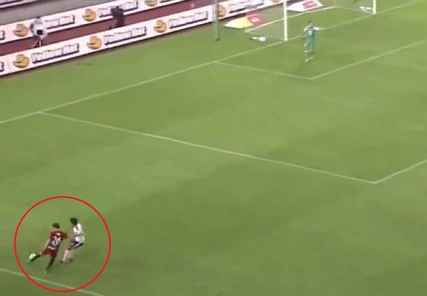 Niesamowity, szalony gol! Co to w ogóle miało być?! [WIDEO]
