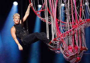 """Na ten dzień czekało tysiące polskich fanów. Pink po 15 latach powróciła do Polski w ramach światowej trasy koncertowej """"Beautiful Trauma World Tour"""". Gwiazda dała niezapomniane show, które na pewno zapisze się w historii PGE Narodowego jako jeden z najlepszych koncertów!"""