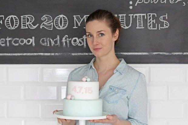 Janka Pianka z pastelowym tortem (fot. Janka Pomianowska)