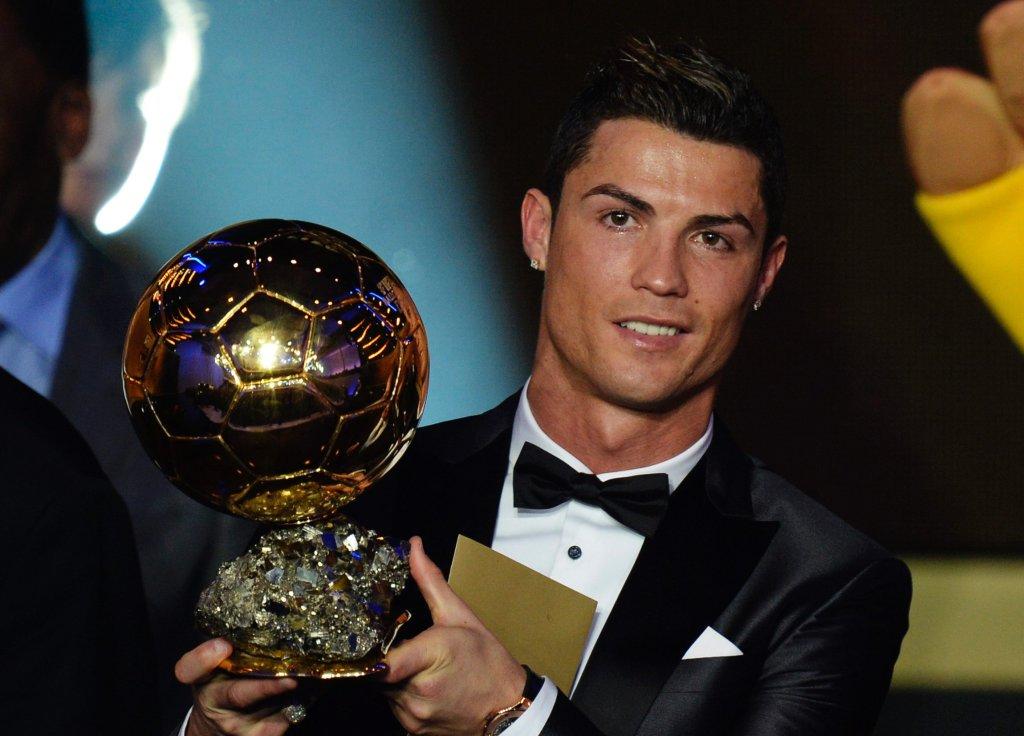 Cristiano Ronaldo ze Złotą Piłką FIFA