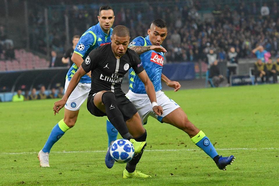Napoli - PSG. Kylian Mbappe kontra Allan