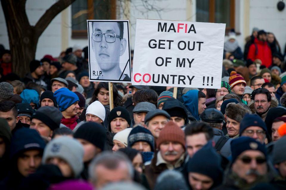 Protest w Bratysławie przeciwko zamordowaniu dziennikarza i jego partnerki