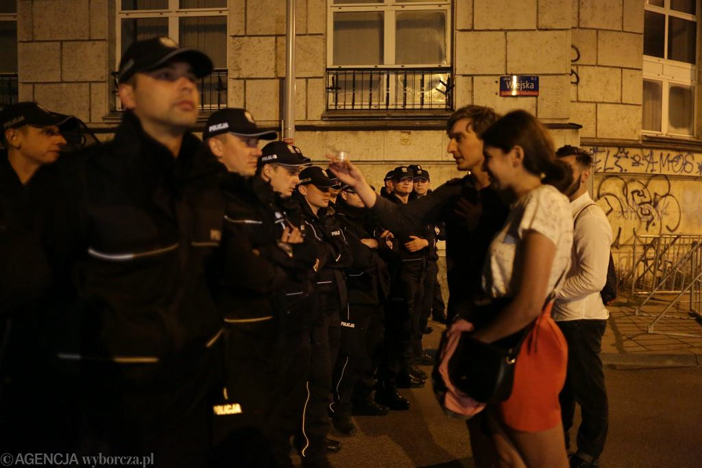Nocne protesty wokół Sejmu