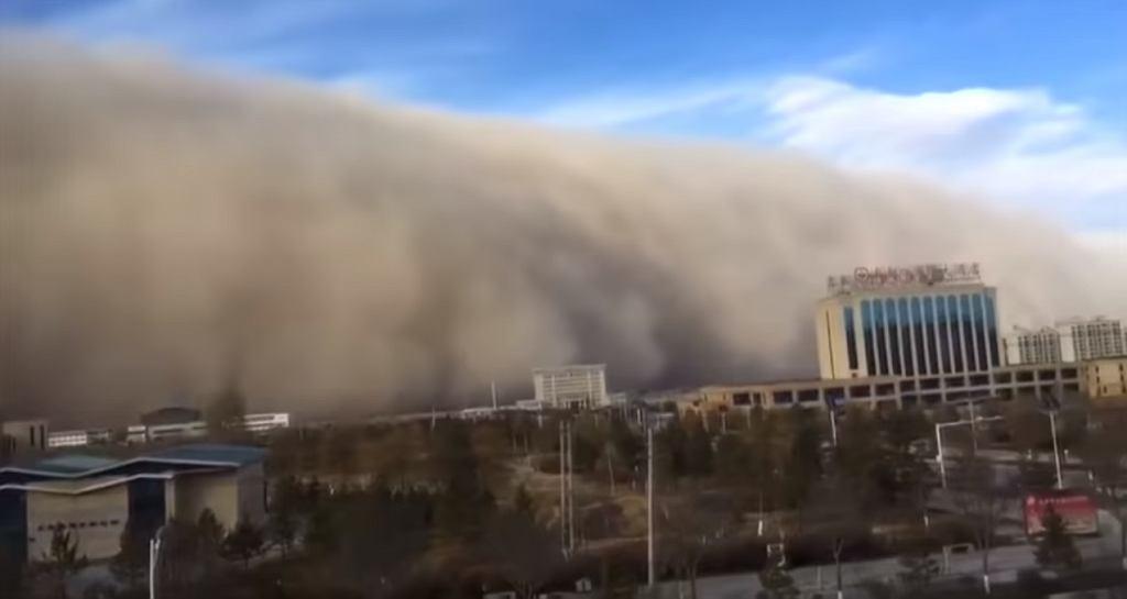 Burza piaskowa w Chinach pokryła całe miasto