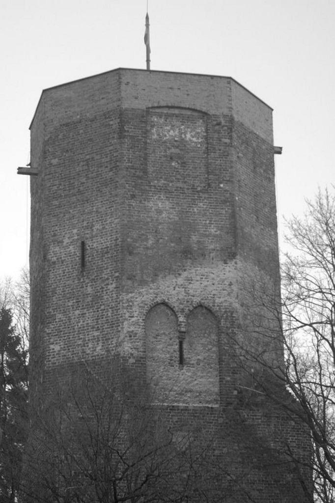 Baszta z XIV wieku. Pozostałość po Zamku Kazimierzowskim