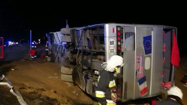 Tragiczny wypadek autokaru na S3 pod Polkowicami. Nie żyją dwie osoby, a kilkadziesiąt zostało rannych