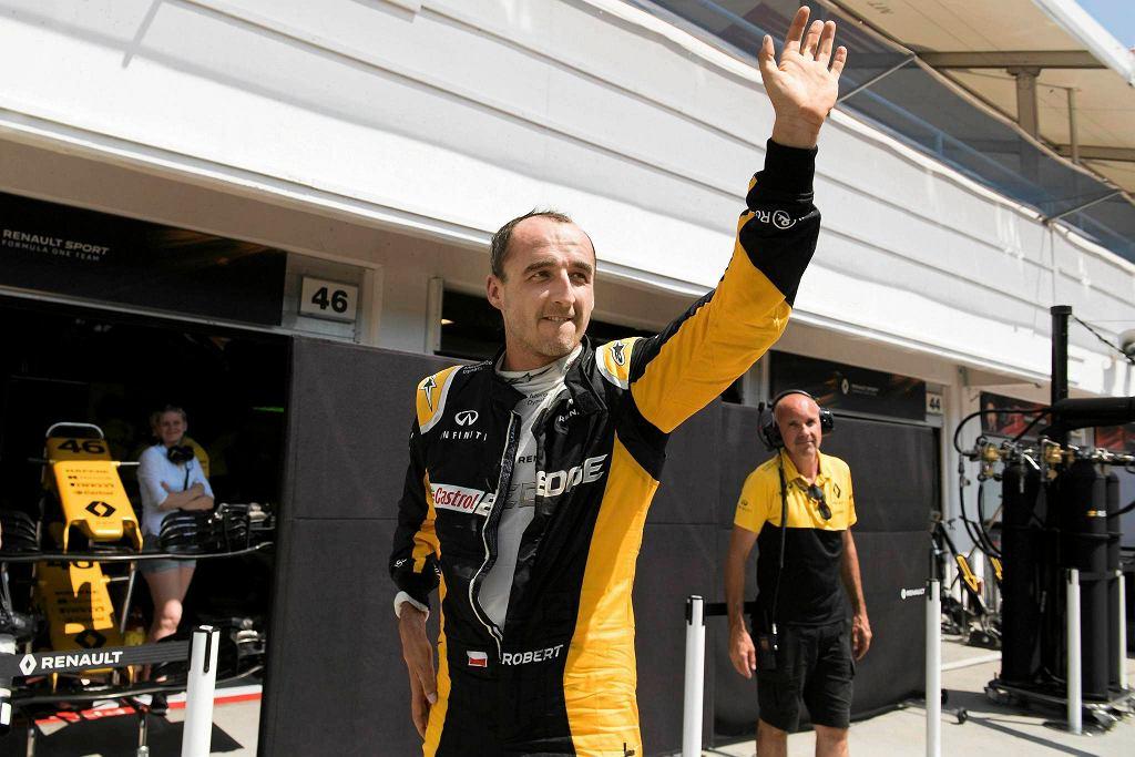 Robert Kubica ma za sobą oficjalny dzień testów na węgierskim torze Hungaroring. Polak przejechał 142 okrążenia, co oznacza, że Kubica pokonał dystans dwóch wyścigów. 1:18.572 - to było najszybsze okrążenie toru Hungaroring w wykonaniu Roberta Kubicy w pierwszym oficjalnym teście w F1 od ponad sześciu lat. Polski kierowca przestrzegał jednak, żeby nie porównywać jego czasów z innymi kierowcami, bo Renault ma do wykonania szereg różnych testów
