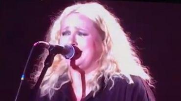 Koncert zespołu Hey na 23. Przystanku Woodstock - Kasia Nosowska śpiewa utwór ''Arahja'' zespołu Kul