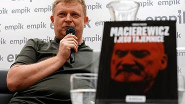 Tomasz Piątek, autor książki ''Macierewicz i jego tajemnice'' na spotkaniu z czytelnikami