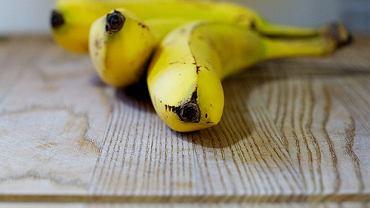 Banany są zdrowe, jednak należy pamiętać o tym, że mają dość wysoki indeks glikemiczny