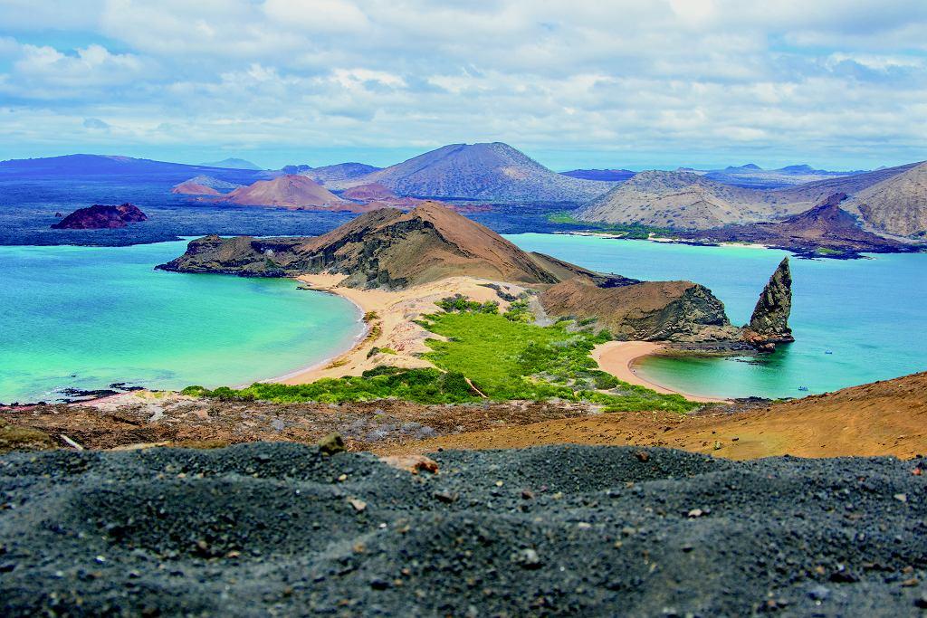 Jeden z najsłynniejszych widoków na Galapagos z wulkanu na wyspie Bartolomé. Aktywność wulkaniczna na archipelagu jest nadal wielka. Ostatnia erupcja była dwa lata temu.