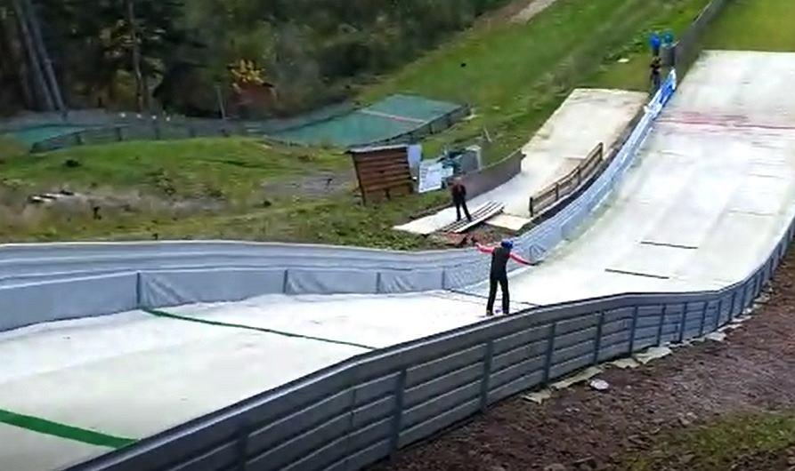 Skoki narciarskie - biały igelit