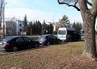 Dlaczego radiowóz nadal stoi przed domem Kaczyńskiego? Policja: To działania w związku z koronawirusem