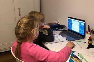 Pedagog: Analfabetyzm informacyjny rodziców wyklucza dzieci z edukacji zdalnej