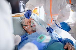 COVID-19: Wypisanie ze szpitala nie oznacza, że niebezpieczeństwo minęło. Kluczowe 10 dni