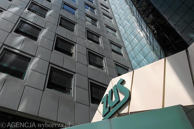 Efekt rządów Tuska: w rok nawet 1 mld więcej dla ZUS z oskładkowania umów-zleceń