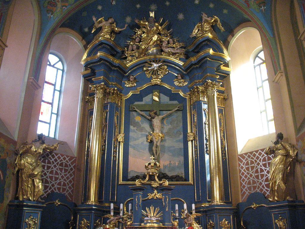 Obrazów, ołtarz główny w kościele - zdjęcie ilustracyjne