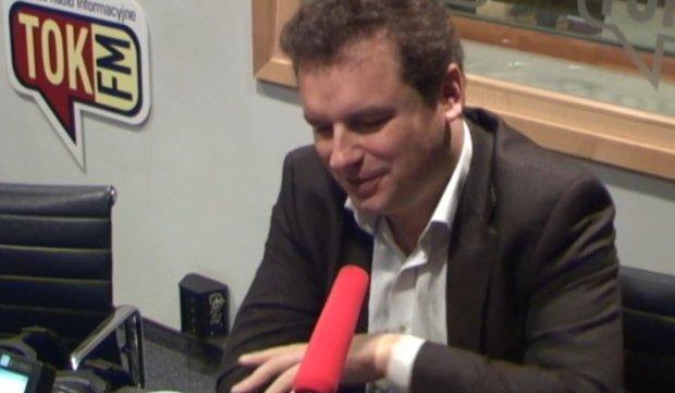 Jacek Wilk w studiu radia TOK FM