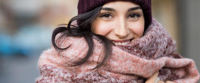 Te szaliki z Pepco są za 15 złotych! Ciepłe, miękkie modele w najmodniejszych kolorach na jesień i zimę