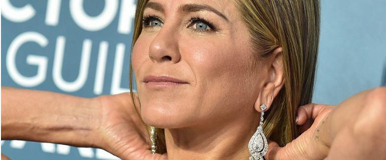 Jennifer Aniston pokazała, jak sobie poradziła, aby jej sukienka nie była pognieciona
