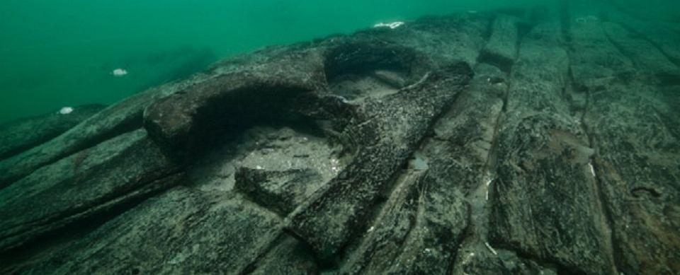 Szczątki baris, nieznanej dotąd  staroegipskiej łodzi transportowej, którą odkryto na dnie Zatoki Abu Kir